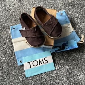 Size 4 Baby TOMS brown